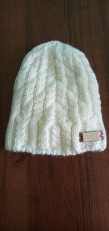 Нова, тепла, жіноча шапка