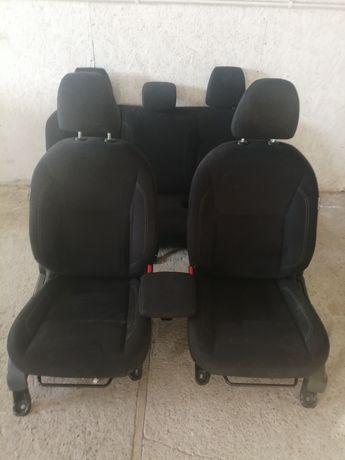 Nissan navara D23 fotele welurowe