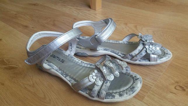 Sandały srebrne z krysztalkami rozm. 34