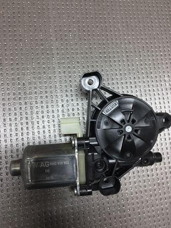 Моторчик стеклоподъемника задней двери Audi Q7 4M0 8W0959802 VAG