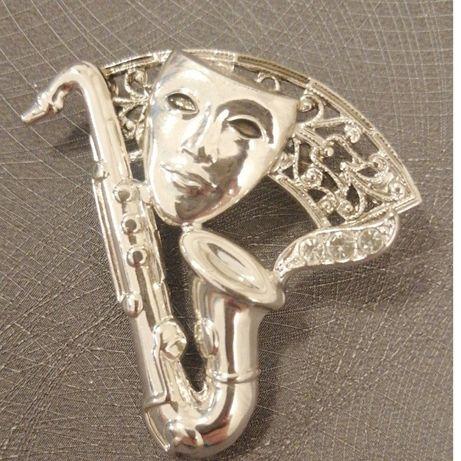 Broszka z kryształkami (maska i saksofon)