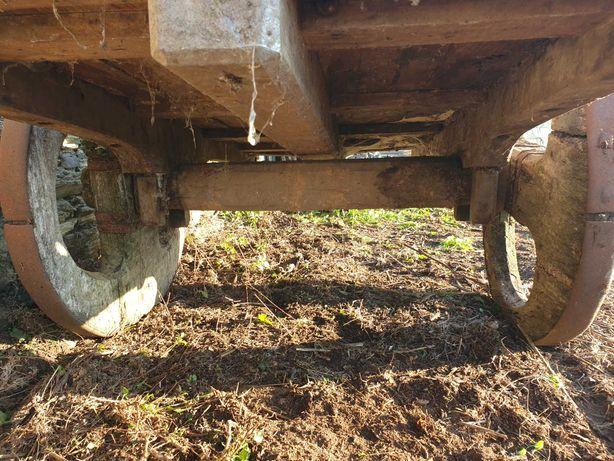 Carro de bois de madeira