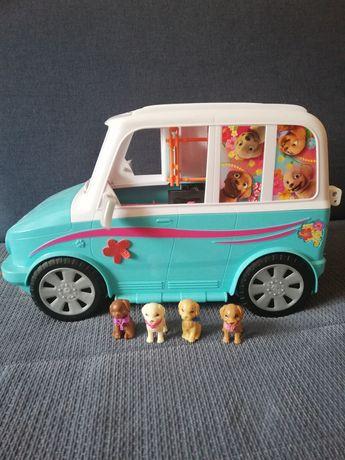 Barbie i siostry na tropie piesków. Wakacyjny pojazd. Kamper.