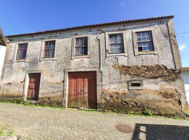 Moradia para restauro com terreno de 500m2  no centro de Esmoriz, Ovar