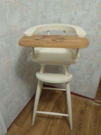 Дерев'яний стульчік для кормления