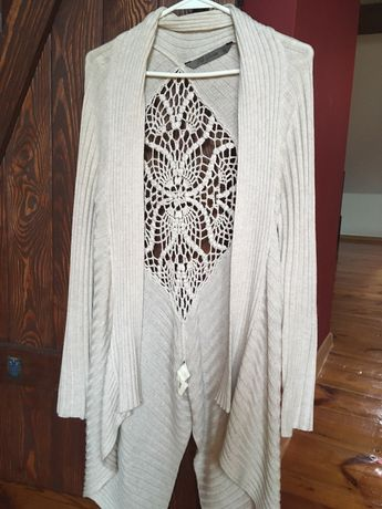 Kremowy kardigan Top Secret z pięknym haftem na plecach