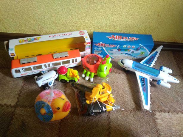 Игрушки НОВЫЕ Паровоз, трамвая, самолет, машина,