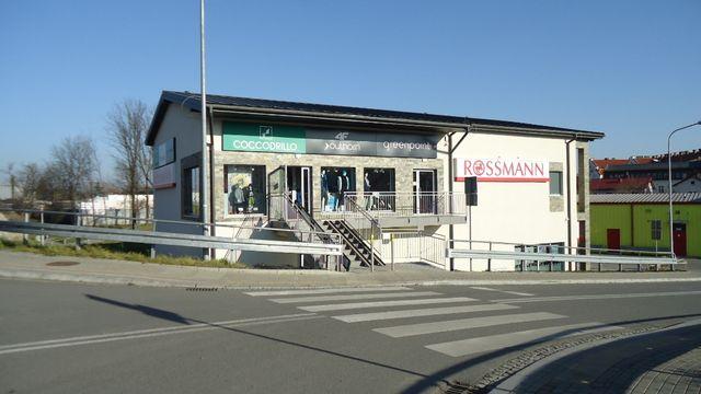 Do wynajęcia lokale handlowo-usługowe w budynku Rossmanna