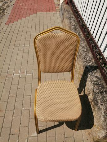 Krzesła złote kuchenne rewolucję