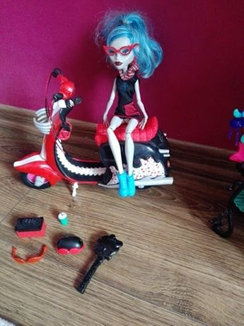 monster high skuter ghoulia