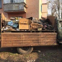 Вивозим строй материал и ненужний мусор.