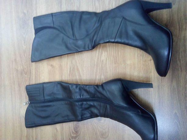 Продам женские сапоги