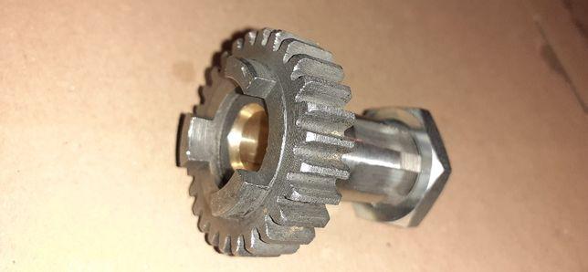 Nowy wałek zdawczy silnika skrzyni biegów wsk125 z nakrętką