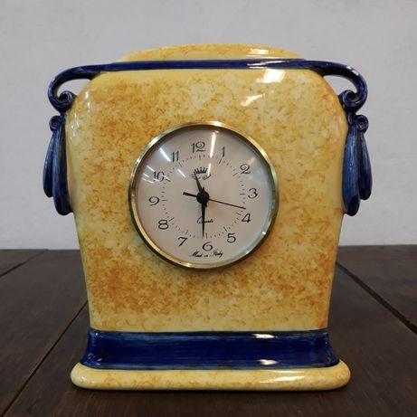 Zabytkowy zegar porcelanowy stołowy, kominkowy włoski, żółty, nieb.