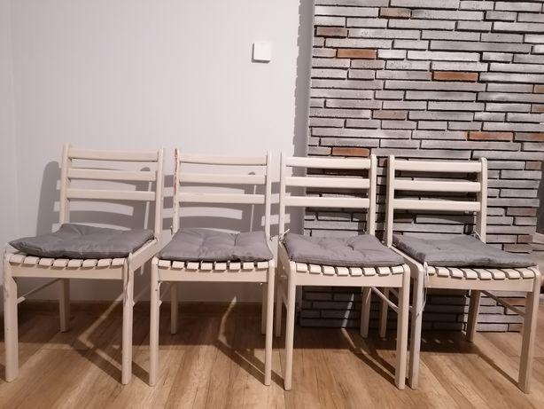 Krzesła drewniane białe