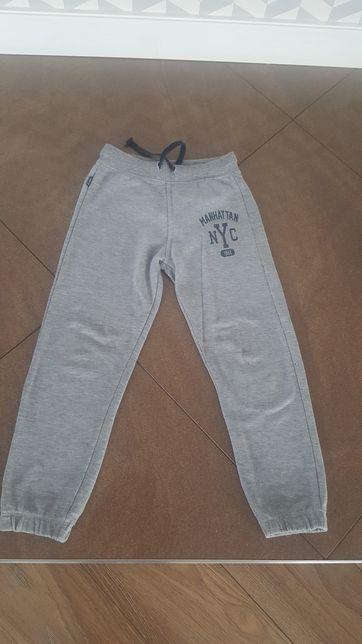 Spodnie dresowe roz 116-122