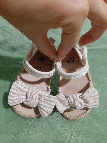 Босоножки H&M, сандалики,первая обувь для девочки