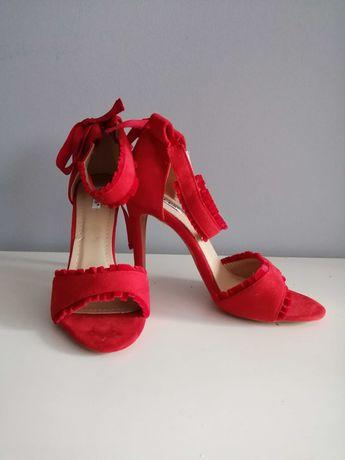 Czerwone Sandały