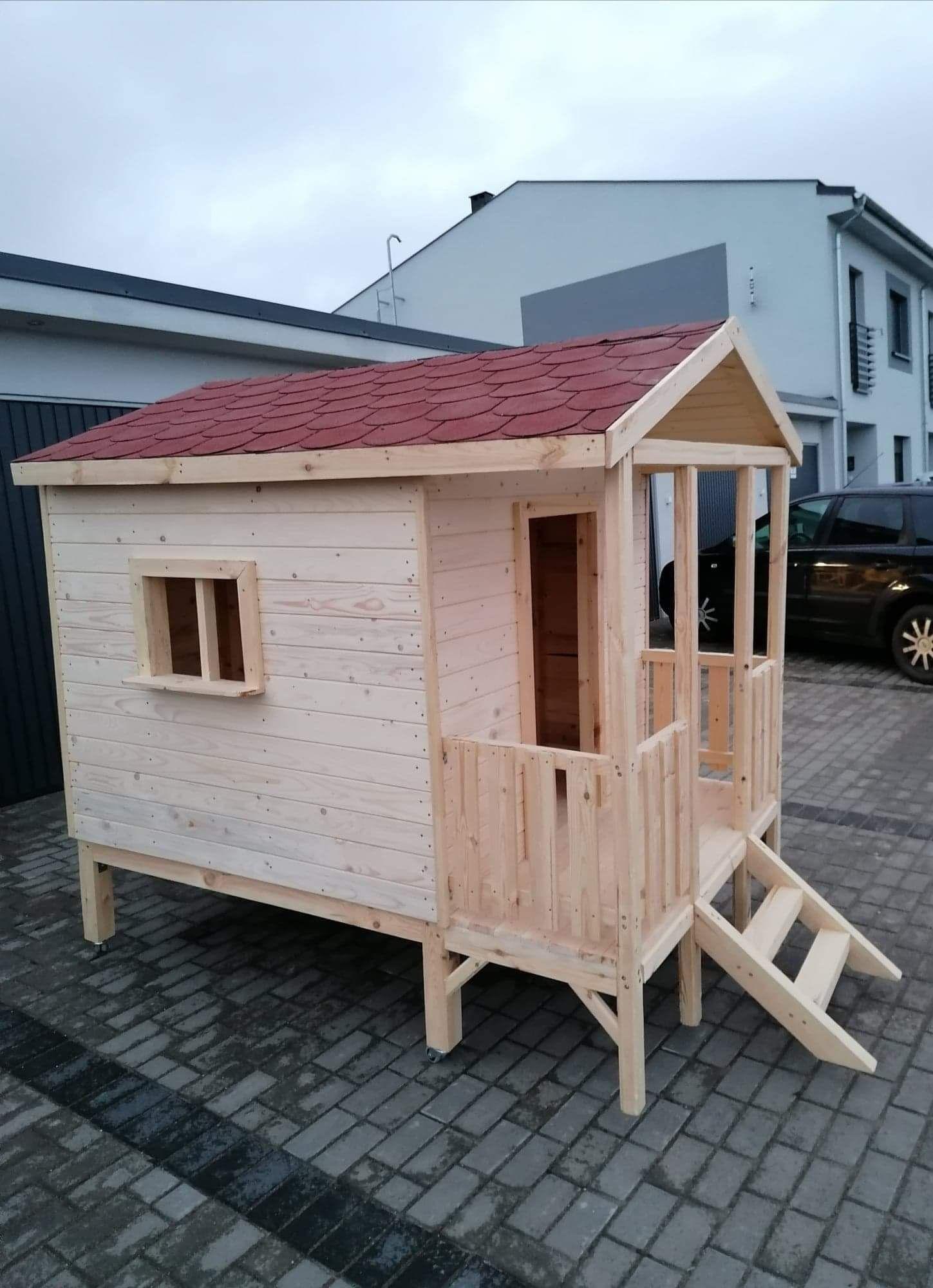 Drewniany domek dla dziecka na ogród