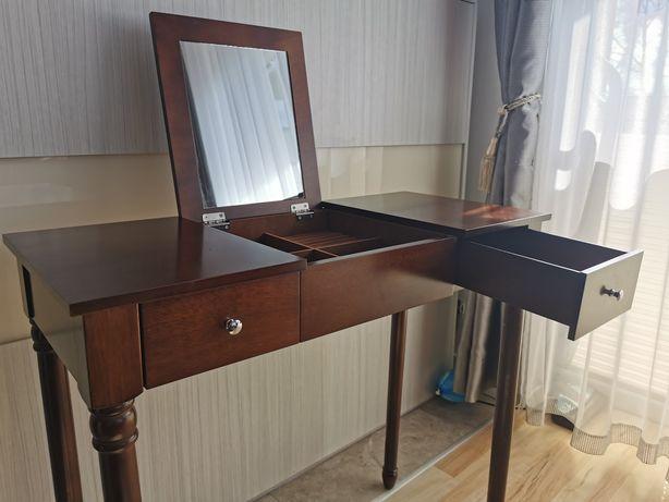 Toaletka - bardzo elegancki drewniany i mały stolik do makijażu