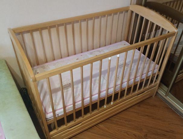 Детская кровать с ящиком.