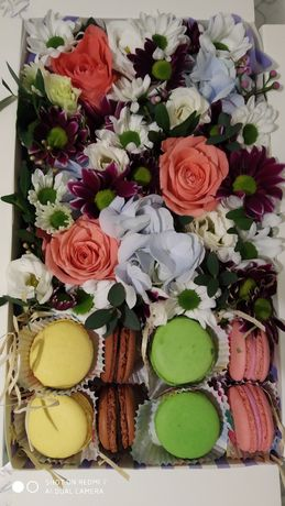 Букети з фруктів, квітів, цукерок, м'ясні, медові
