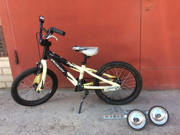дитячий Specialized 16 колеса ( 4-6 років )
