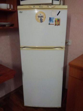 Срочно продам отличный холодильник!
