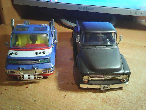 Модель 1:24 автомобиля (машинка)-Van (Burago) и Ford F-100 (Jada