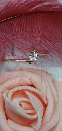 złoty pierścionek z cyrkonią próba 585 zaręczynowy delikatny