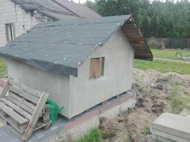 Domek z palet drewnianych