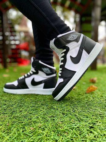 Женские кроссовки Nike Air Jordan 1 retro черно белые