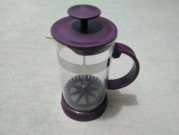 Zaparzacz do herbaty lub kawy.