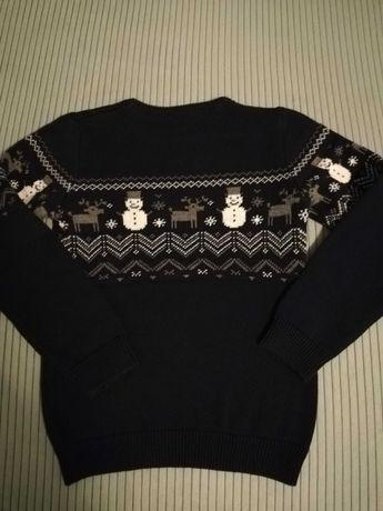 Sweterek świąteczny COOL CLUB, granatowy w bałwanki i renifery 134CM