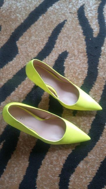 Buty czółenka szpilki Zara neon lakier