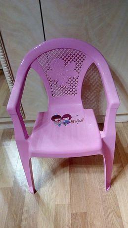 Детский пластмассовый стульчик .