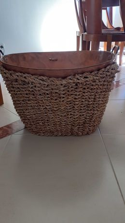 Cesto para lenha em verga e cobre