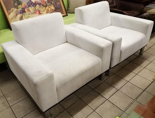 2 fotele tradycyjne wys 70 x szer 93 x gł 80 cm