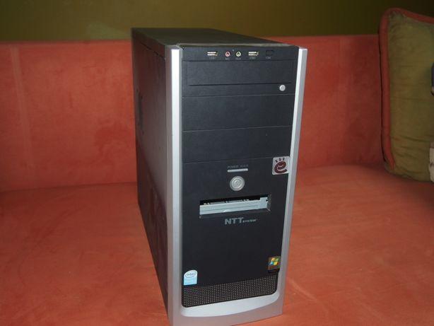 komputer z klawiaturą