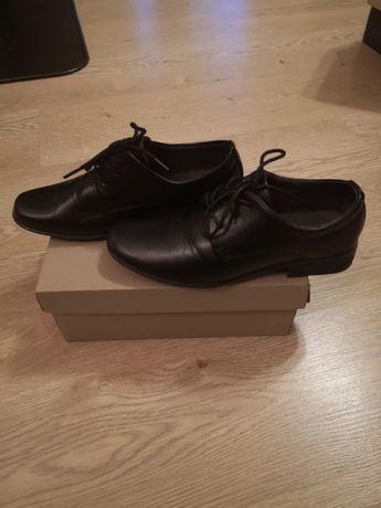 Komunijne buty chłopięce czarne rozmiar 34 w bardzo dobrym stanie