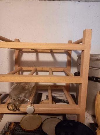 Drewniany stojak na wina