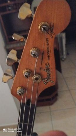 Fender Precision bass ativada.
