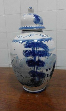 Pote louça azul decorativo