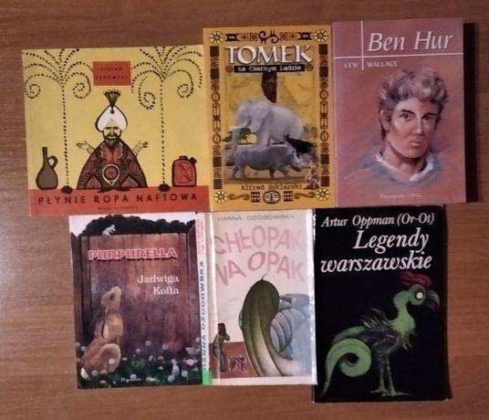 zestaw książek dla młodzieży.