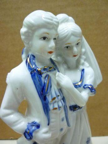 Figurka porcelanowa - młoda para