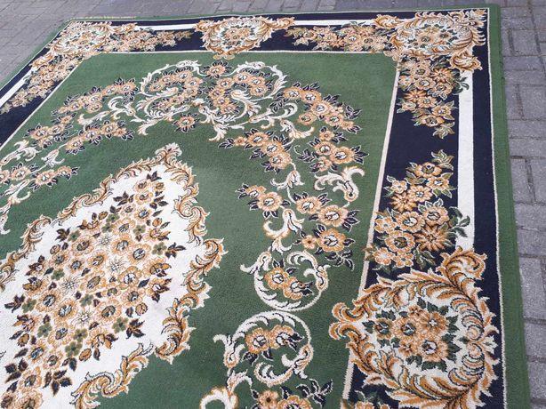 Dywan bardzo dobrej jakości 240cm na 320cm