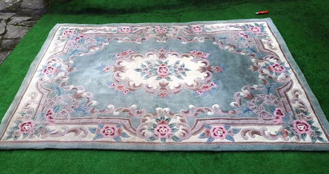 Dywan o wym. 230x165,gruby ,recznie tuftowany, kolor zielonkawy
