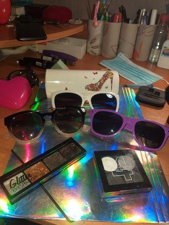 Окуляри, футляр для окуляр і тіні