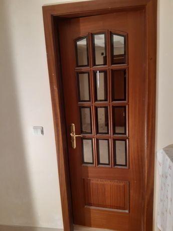 Portas em madeira massiça