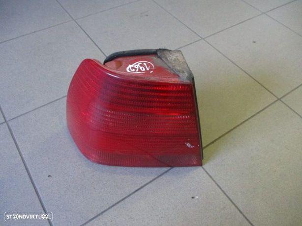 Farol Tras painel STOP1962 VW / BORA / 1999 / 4p / ESQ / hella /